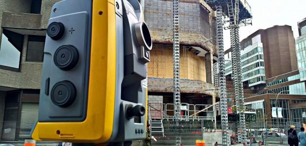 Alignement de structures d'acier – Nouveau siège social Caisse Desjardins